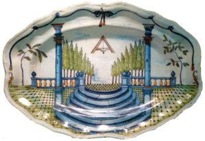 Plat en faïence au décor maçonnique,Lyon, France, XVIIIème siècle.